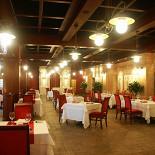 Ресторан Maison Grise - фотография 1 - Зал на третьем этаже
