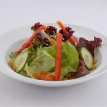 Ресторан Buddies - фотография 4 - салат со сливовым соусом
