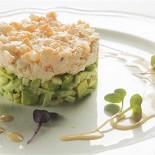 Ресторан Гастроном - фотография 2 - Салат с розовой креветкой и авокадо