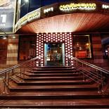 Ресторан Чайхона №1 - фотография 1 - Ресторан занимает отдельное здание и располагается на двух этажах. Летом его пространство расширяется за счет открытой веранды у входа.