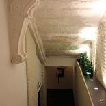 Ресторан Козловица - фотография 5 - Лестница на первый этаж