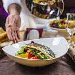 Ресторан Аэрокафе - фотография 6 - Салат из филе сибаса с кенийской фасолью и ароматными травами  в медово-горчичном соусе