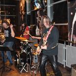 Ресторан Rock Pub - фотография 1 - концерт KampariBand - клевые ребята, играют вживую и очень здорово!