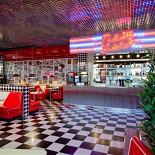 Ресторан New York - фотография 1 - Новый ресторан New York в ТРЦ Фантастика (Родионова, 187. 2-й этаж, слева от зоны фуд корта). Открыт с 23 сентября 2011 года