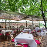 Ресторан Сказка Востока - фотография 6 - Летний дворик в центре.
