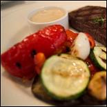 Ресторан Abajour - фотография 3 - Стейк с овощами на гриле