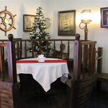 Ресторан Боцман - фотография 1 - Самый уютный уголок. Столик предполагает свободное размещение пяти человек.