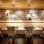 """Ресторан Марио - фотография 5 - Кафе """"Марио"""" в альпийском стиле - натуральные материалы, экологичные цвета, простота и тепло"""