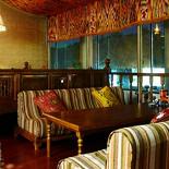 """Ресторан Восток Story - фотография 1 - VIP-зал на втором этаже, с мини-кухней и возможностью самим приготовить блюда в казане. Гости могут уютно расположиться на """"топчанах"""", традиционном месте трапезы и отдыха."""