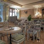 Ресторан Venerdi - фотография 6 - Зал для некурящих на 1-ом этаже