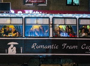Romantic Tram Café