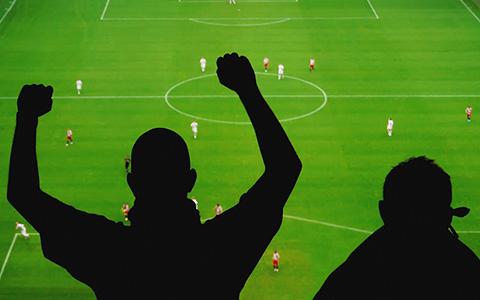 «Футбол без жен»: как болельщики собрали 1,5 миллиона рублей на сайт для девушек