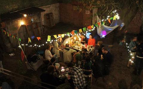 Можно ли провести вечеринку в своем дворе — и как бороться с запретами ТСЖ