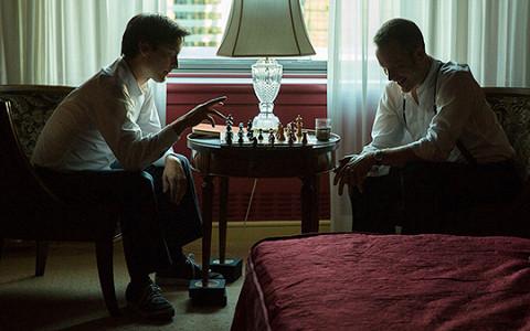 «Жертвуя пешкой»: Тоби Магуайр в роли Бобби Фишера, играющего с Борисом Спасским