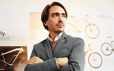Познакомьтесь с человеком, чья работа — изобретать велосипед