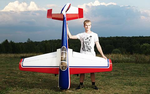 «После работы, не ужиная, едем с женой в поле»: авиамоделисты в Ясенево