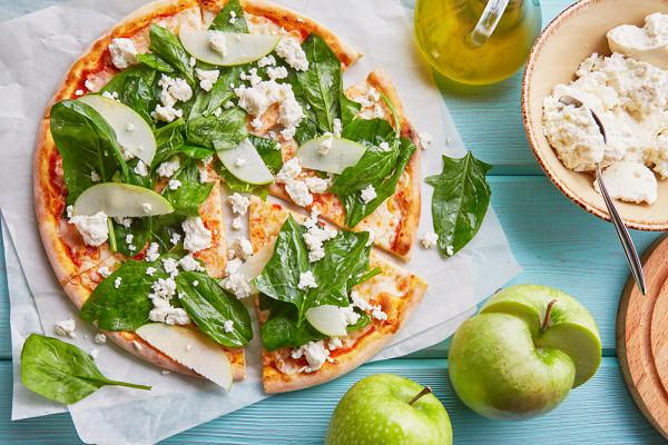 пицца «Рикотта» со шпинатом и кедровым орехом (460 р.)