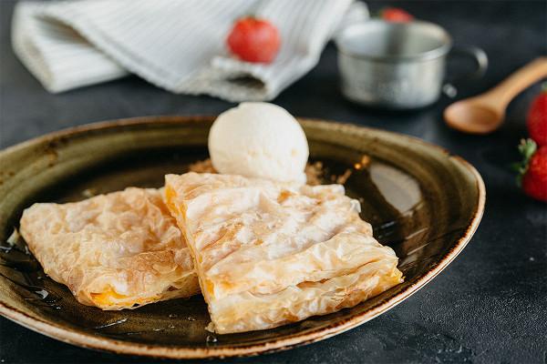 тыквенный пирог с ванильным мороженым (359 р.)