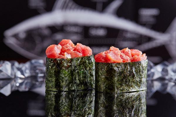 острые суши с рубленным тунцом (98 р.)