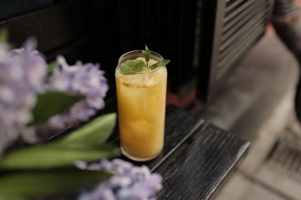 лимонад «Аранчата» с лимоном, розмарином и лемонграссом (380 р.)