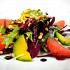 Ресторан Real Food - фотография 8 - Микс-салат с Камчатским крабом, филе грейпфрута, авокадо и кедровыми орешками