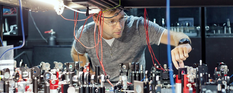 Как создаются щит и меч квантовой физики