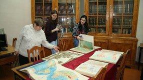 Карты земли в эту книжку собрали: географические атласы из собрания НГОУНБ