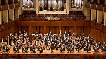 Вашингтонский национальный симфонический оркестр (США). Дирижер Кристоф Эшенбах. Солистка Алиса Вайлерштайн (виолончель, США)