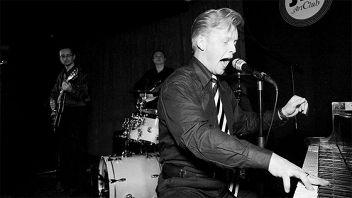«Зимний вечер в стиле рок-н-ролл»: Денис Мажуков