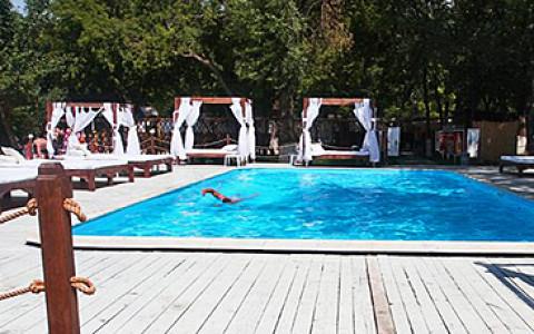 Два бассейна, ресторан и вечеринки у воды в парке «Сокольники»