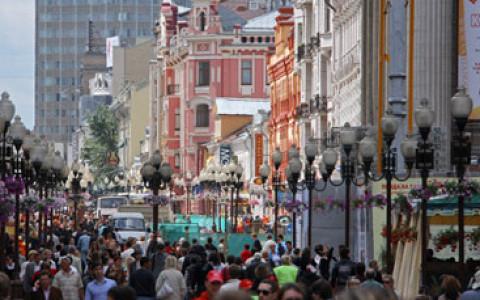 Олег Шапиро, Лев Рубинштейн, Noize MC и другие о том, есть ли у Арбата шансы стать приятной улицей