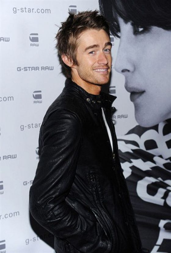 Роберт Бакли (Robert Buckley)