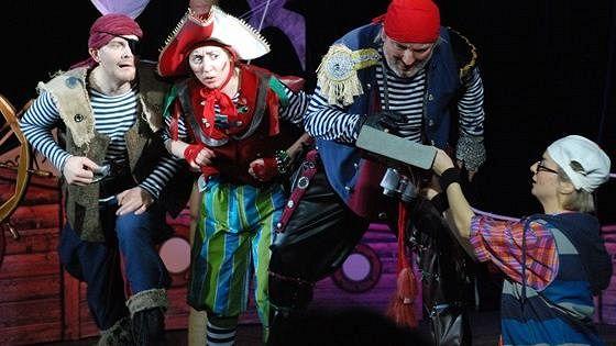 Приключения пиратской бригантины, или Свистать всех наверх!