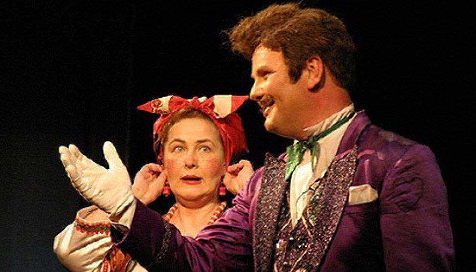 Театр: За двумя зайцами...