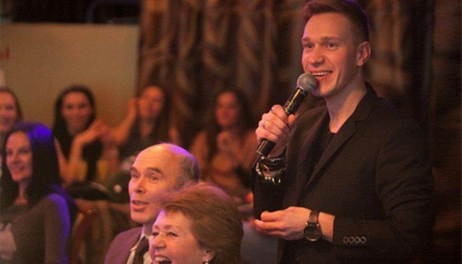 Концерты: «Вечернее шоу с Ильей Хомутовым»