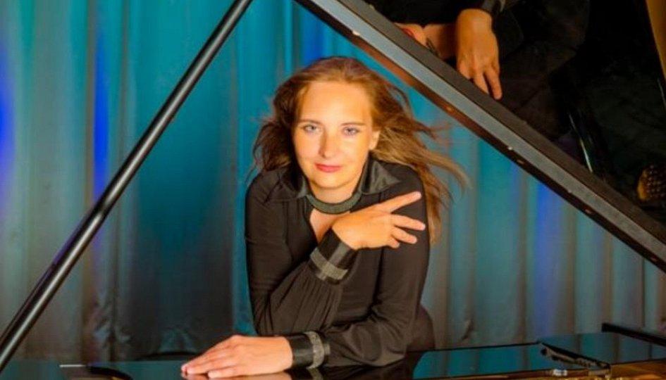 Концерты: «Дивертисмент для гитары и рояля»: Дмитрий Чернов, Наталья Гущина