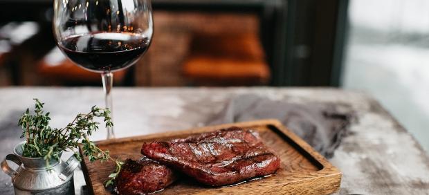 fitcher: Красное на черном: какое вино выбрать к стейкам