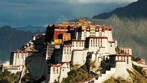 Тысячи комнат идесятки гектаров: самые красивые дворцы мира