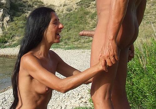 Amateur german girls peeing