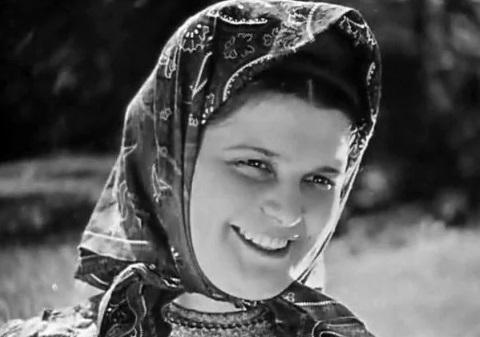 Эмма Цесарская: почему прекратили снимать вкино звезду «Тихого Дона»
