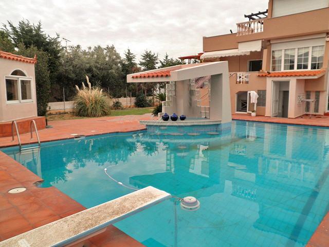 Виллу в Лагониси с бассейном