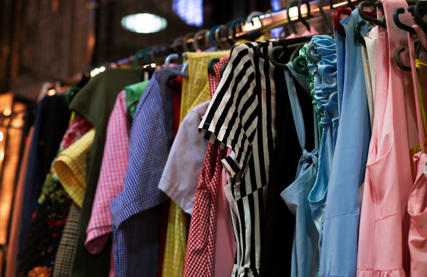 Женщина создала «библиотеку одежды»