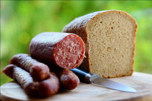 Врач предупредила о смертельной опасности колбасы — Рамблер/доктор