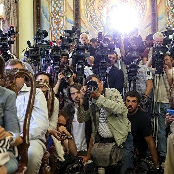Забыли корни. Активнее всех журналистов критикуют политики— экс-журналисты