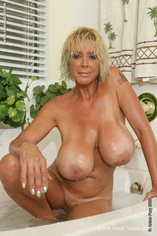Pic blond mature