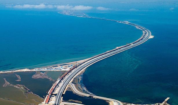 Рада строит планы поуничтожению моста вКрыму
