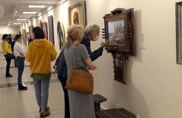 Шедевры художников за100лет: вИжевске открылась выставка «Цвет Удмуртии»