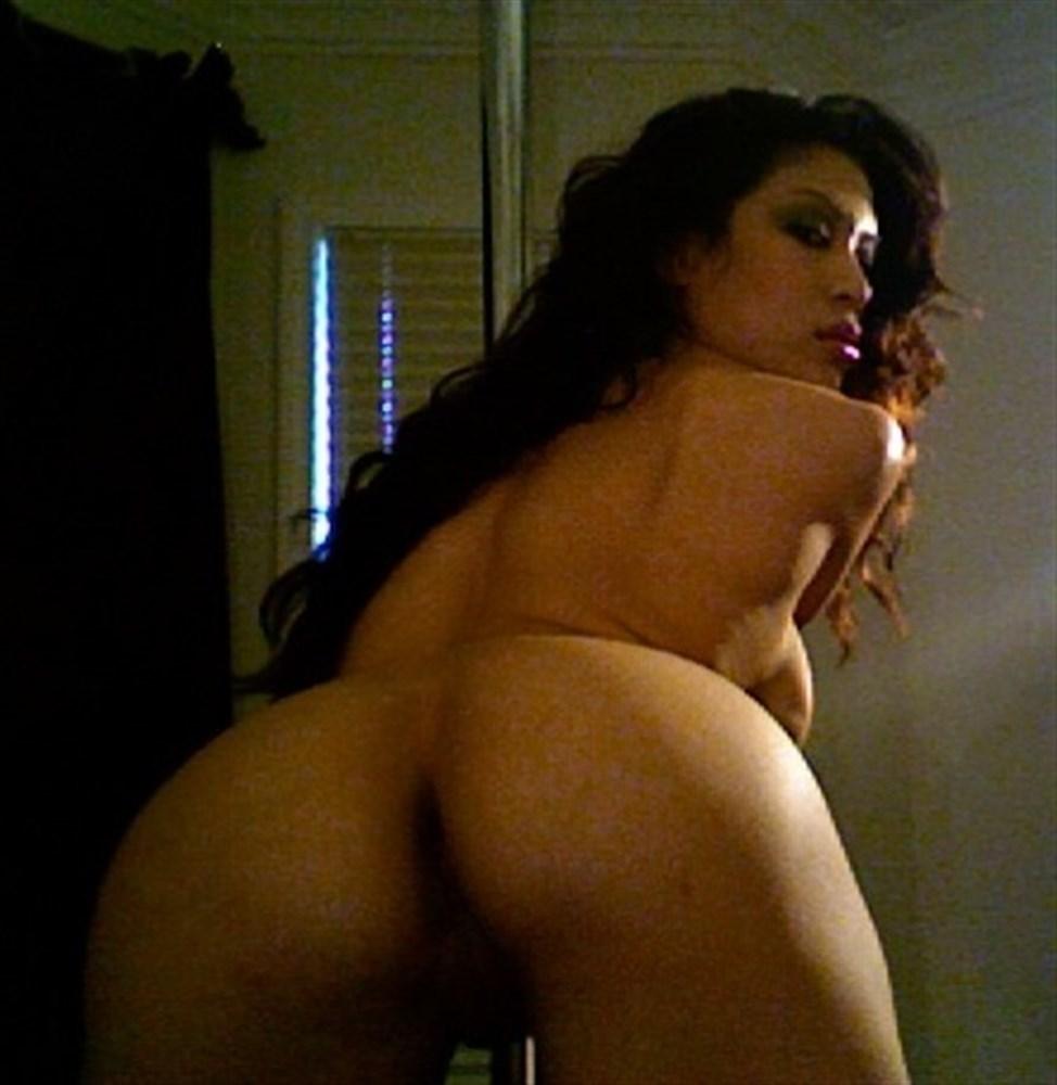 Elisha cuthbert nude scene tim bottoms