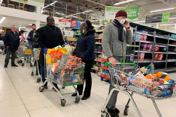 Жизнь после Brexit: вВеликобритании запасаются едой илекарствами