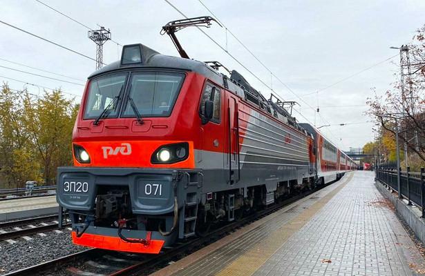 Россиянин угрожал топором пассажирам поезда
